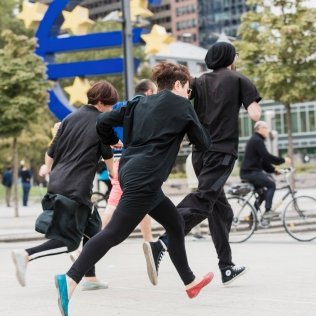 Protest, 2018, performance, interaction, basis, at Willy-Brandt-Platz, Frankfurt/ Main, Germany// photo by Angelika Zinzow